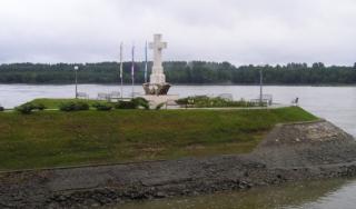 Bijeli križ na ušću rijeke Vuke