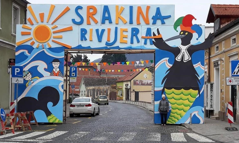 Fašnička vrata, rad autorica: Biserke Ladišić, prednja strana i Tatjane Novak, stražnja izlazna strana