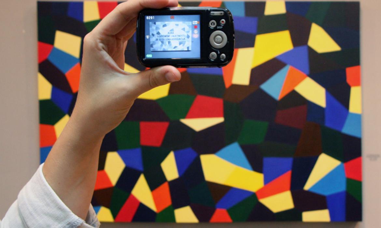 Slika s izložbe Dijane Nazor, umjetnice i koautorice Profil Klettovih udžbenika likovne kulture Pogled, potez