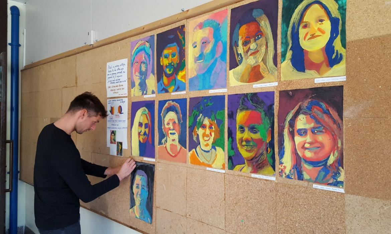 Učitelj likovne kulture Slaven Jurić postavlja izložbu portreta
