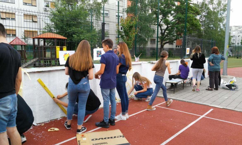 Oslikavanje murala u Osnovnoj školi Pavleka Miškine