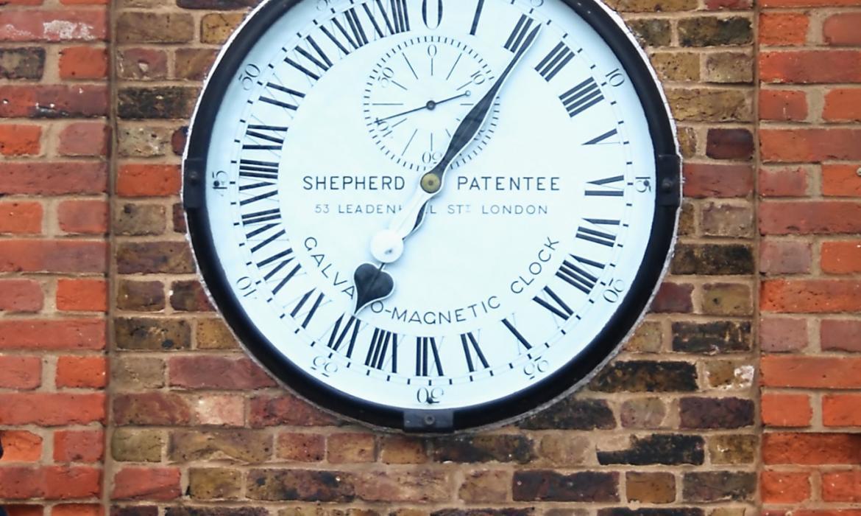Slavni Shepherd gate clock u Kraljevskom opservatoriju u Greenwichu u Velikoj Britaniji